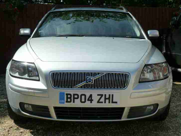 04 REG VOLVO V50 SE 2.0D 6 SPEED, FULL BLACK LEATHER, 131000 WARRANTED MILES.