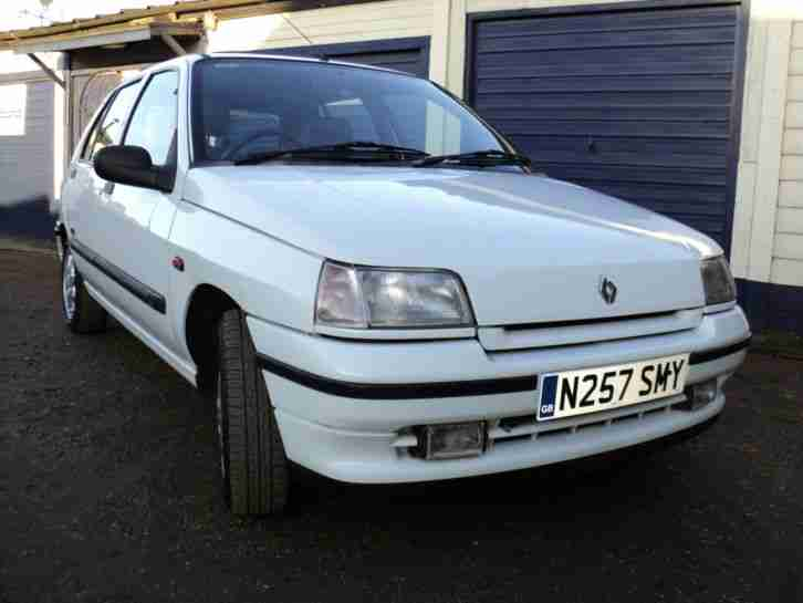 renault 1995 clio rt champs elysees a white car for sale. Black Bedroom Furniture Sets. Home Design Ideas