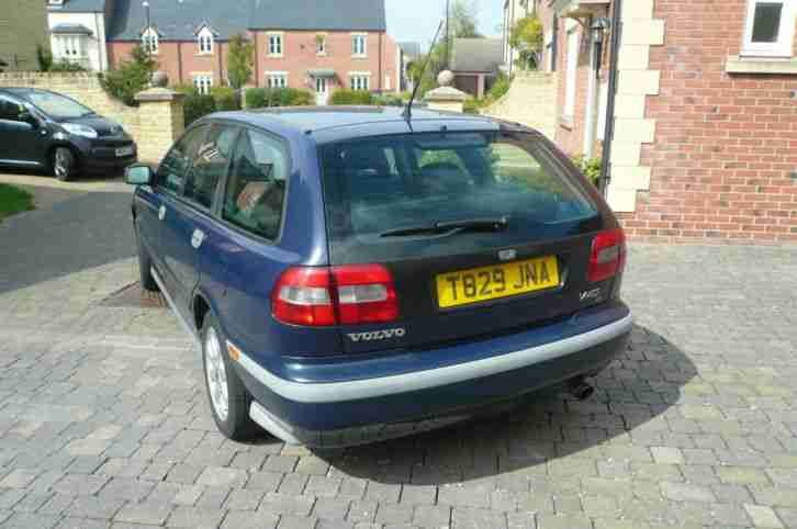1999 VOLVO V40 SE Estate. Blue with Black Leather Interior