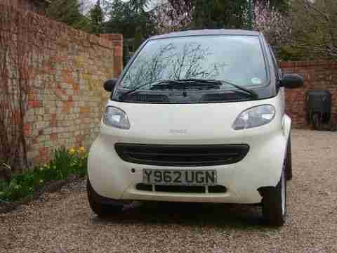 2000 MCC SMART Coupe CREAM/BLACK Petrol (LHD) - Requires body repair - Low miles
