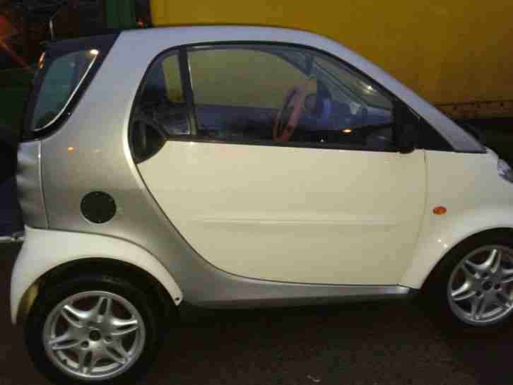 2000 MCC SMART PULSE AUTO (LHD) WHITE/SILVER