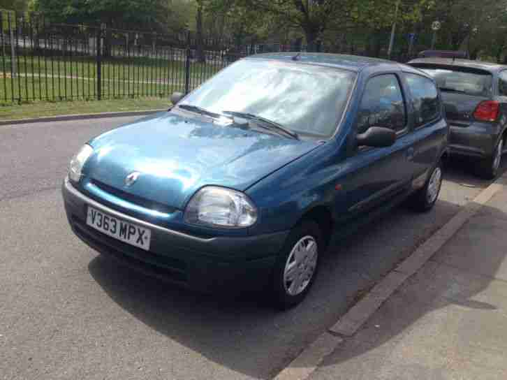 renault 2000 clio 1 9d diesel car for sale. Black Bedroom Furniture Sets. Home Design Ideas
