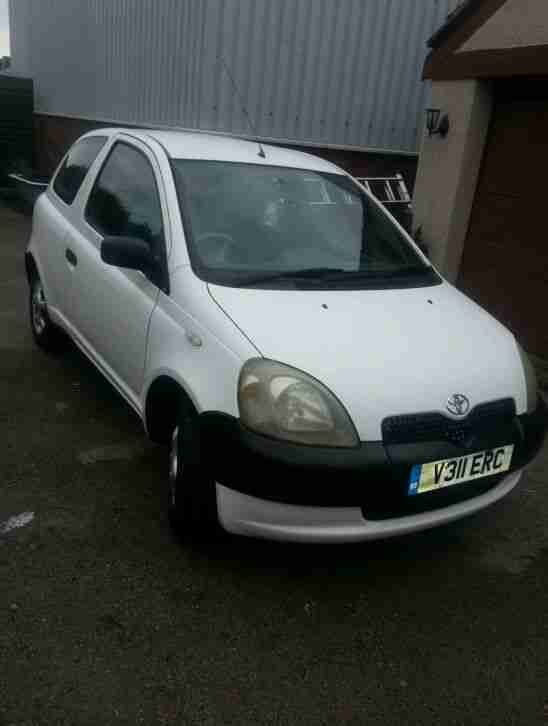 toyota 2000 yaris s white 1 0 long mot car for sale. Black Bedroom Furniture Sets. Home Design Ideas