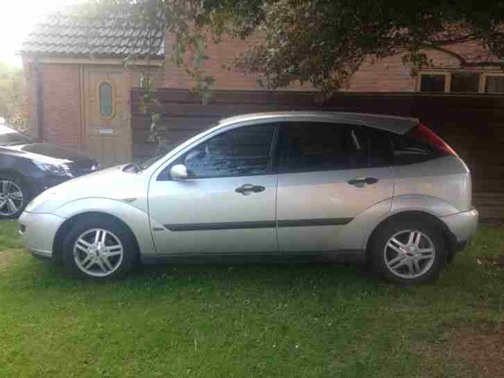 2001 FORD FOCUS ZETEC SILVER - only £500!