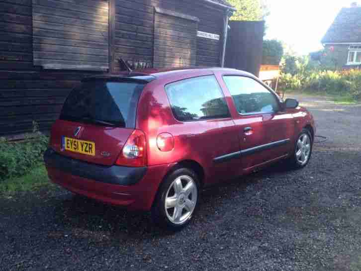renault 2001 clio dynamique dci 65 red car for sale. Black Bedroom Furniture Sets. Home Design Ideas