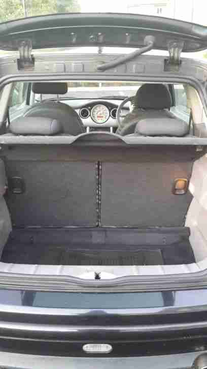 2002 MINI MINI ONE BLACK. Immaculate condition. Full service. Drives fantastic