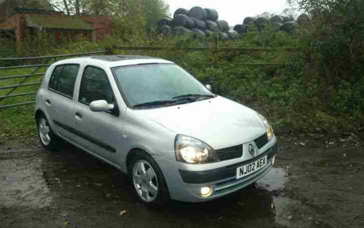 renault 2002 clio privilege 16v silver 12 months mot taxed drive away. Black Bedroom Furniture Sets. Home Design Ideas