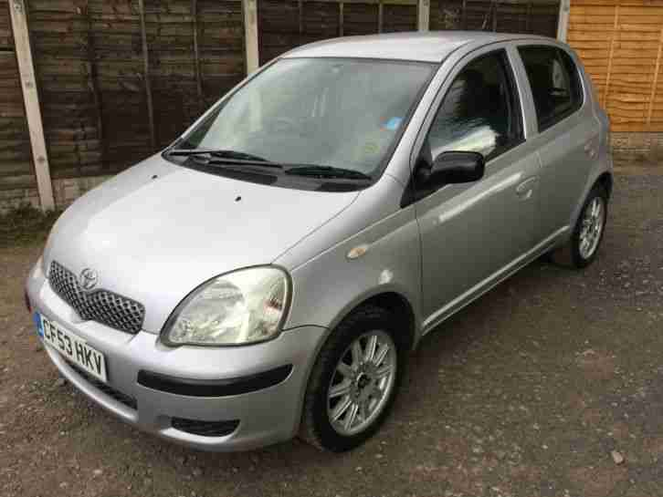 toyota 2003 53 yaris 1 0 t3 5 door silver 54k miles 12 months mot. Black Bedroom Furniture Sets. Home Design Ideas