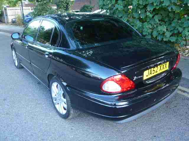 2003 JAGUAR X TYPE 2.0 LITRE PETROL. BLACK PAINT WITH RED LEATHER. SPARE-REPAIRS