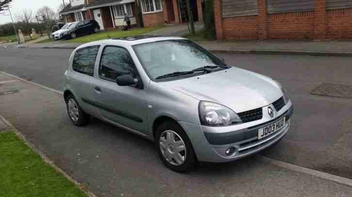 renault 2003 clio expression dci 65 silver car for sale. Black Bedroom Furniture Sets. Home Design Ideas
