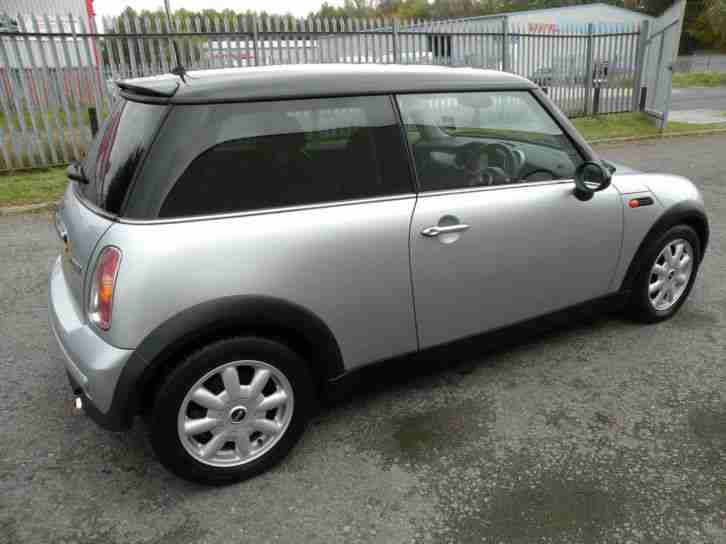 2004 (04) Mini 1.6 Cooper with Pepper pack Damaged repairable salvage