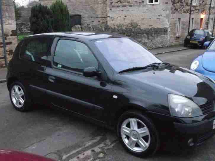 renault 2004 clio 1 2 16v dynamique 3 door hatchback manual petrol. Black Bedroom Furniture Sets. Home Design Ideas