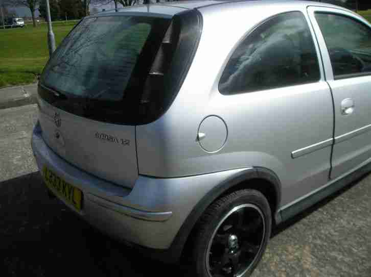 2004 VAUXHALL CORSA DESIGN 16V SILVER Spares or repair