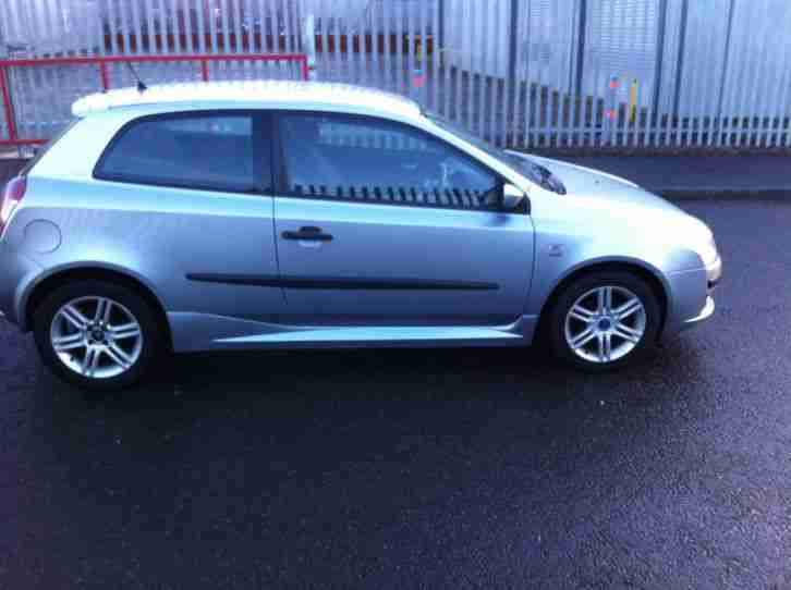 "2005 FIAT STILO ACTIVE 1.4 16V GREY ""MOTED JULY 2015"""" spares or repair"
