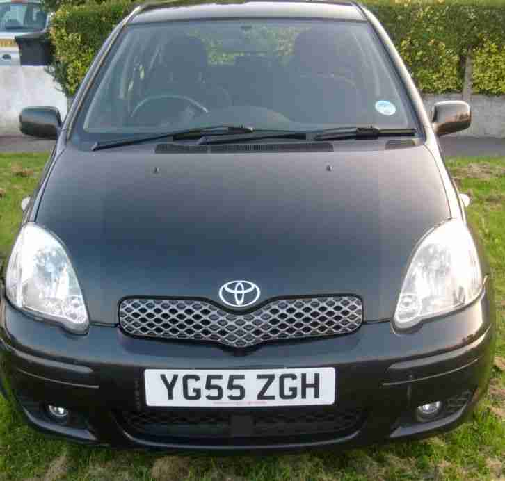 Toyota 2005 Yaris 1.0 VVT I Black5dr 5 Door Hatchback. Car