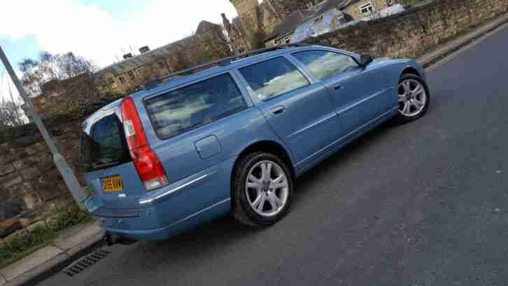 Volvo 2005 v70 2 4 d5 se auto blue estate diesel full leather sunroof for Volvo v70 leather interior for sale
