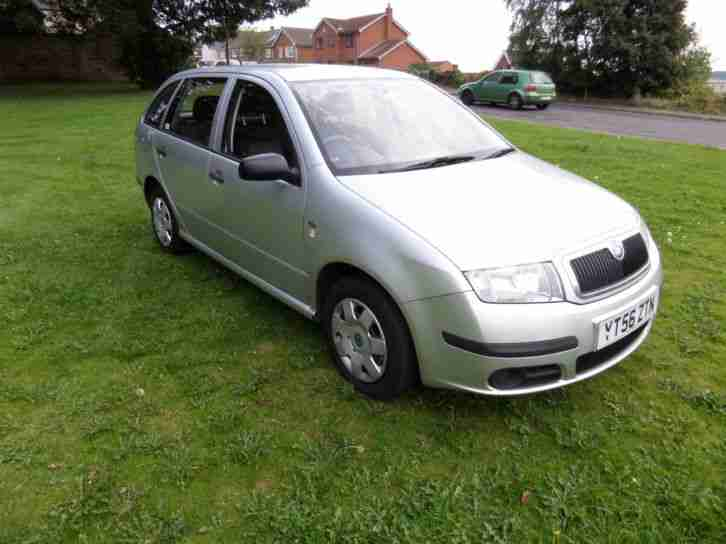 skoda 2006 56 fabia 1 2 htp 64bhp classic estate car for sale. Black Bedroom Furniture Sets. Home Design Ideas