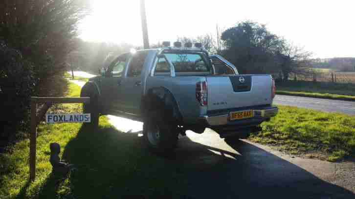2006 Lifted Navara d40. Loads of accessories, big food. off/on road. head turner