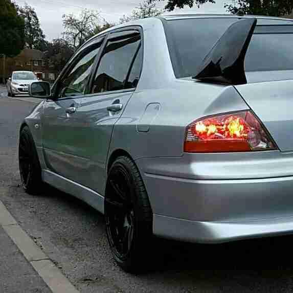 Silver Mitsubishi Lancer: Mitsubishi 2006 LANCER EVOLUTION VIII GSR SILVER. Car For Sale