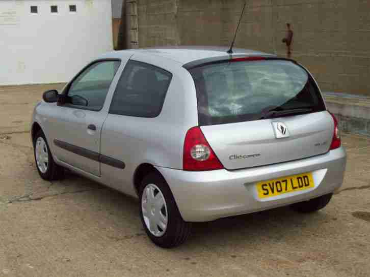 renault 2007 clio campus 8v silver only 20400 miles 7 service stamps. Black Bedroom Furniture Sets. Home Design Ideas