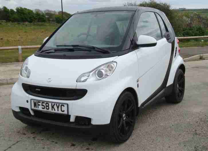 smart 2008 fortwo pure 71 auto black white car for sale. Black Bedroom Furniture Sets. Home Design Ideas