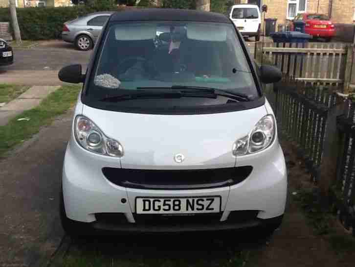 smart 2008 fortwo pure 71 auto white and black car for sale. Black Bedroom Furniture Sets. Home Design Ideas