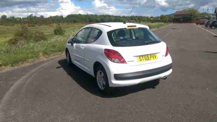 2009 PEUGEOT 207 SPORT WHITE,full heated leather interior, 1 owner.