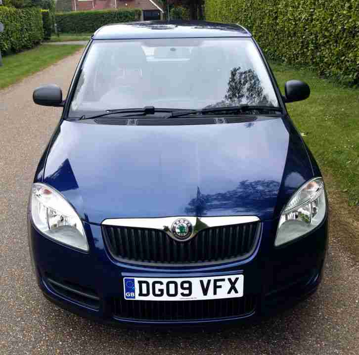 skoda 2009 fabia 1 4 tdi pd 80ps diesel estate manual low mileage 12. Black Bedroom Furniture Sets. Home Design Ideas