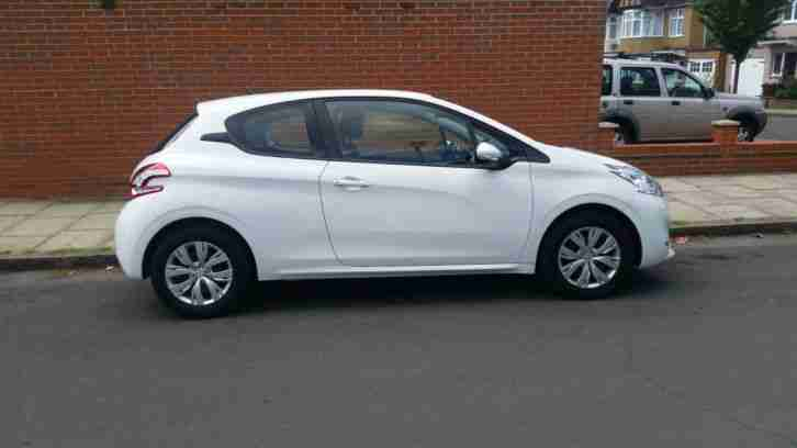 Peugeot 2013 208,White,3 doors,Nil road tax,14408 miles only. Private