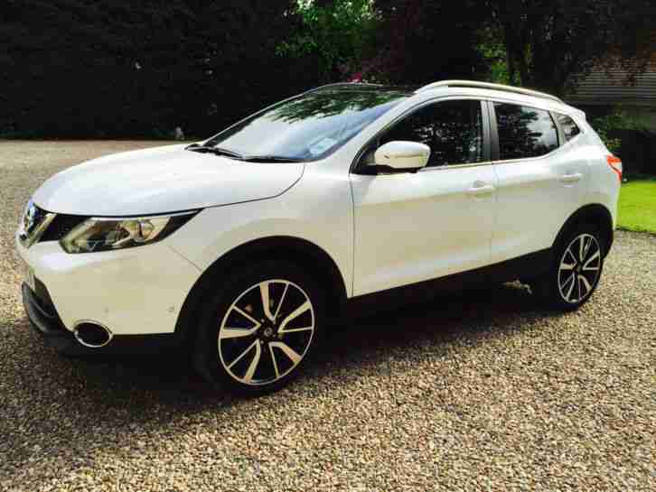 nissan 2014 qashqai 1 5 dci tekna panoramic roof 5dr 5 door hatchback. Black Bedroom Furniture Sets. Home Design Ideas