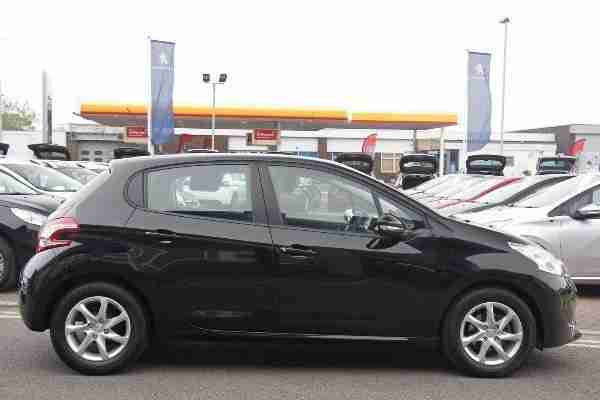 Peugeot 2014 208 5 Door 1.2 VTi 82 Active Black. Car For Sale