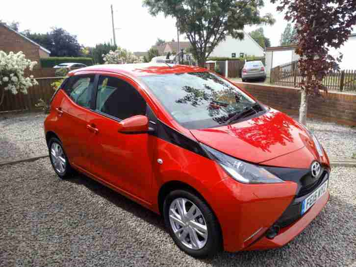 toyota 2015 aygo x pression x shift vvt i cvt red reduced. Black Bedroom Furniture Sets. Home Design Ideas