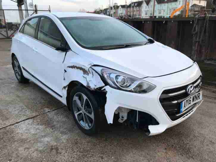 2016 Hyundai i30 1.6 120ps SE AUTOMATIC PETROL WHITE SALVAGE DAMAGED REPAIR CAT