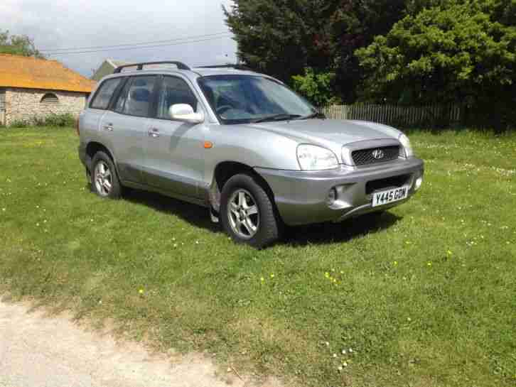 4X4 HYUNDAI SANTA FE 2.4 WITH LOW MILEAGE