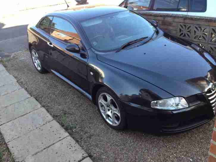 Alfa Romeo GT 1.9 Diesel with personal plate, parking aids and MP3 adaptor