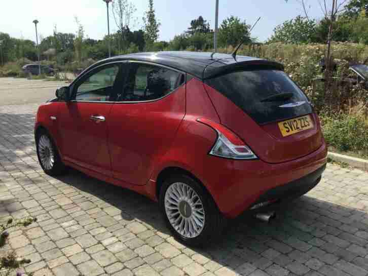 Chrysler Ypsilon 0.9 TwinAir ( 85bhp ) Black&Red