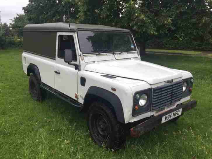 DEFENDER 2.5TD5 W REG HARDTOP IN WHITE WITH SERVICE HISTORY AND MOT OCT