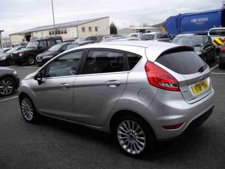 ford fiesta 1 6 tdci 95 titanium 2011 diesel manual in silver car for sale. Black Bedroom Furniture Sets. Home Design Ideas