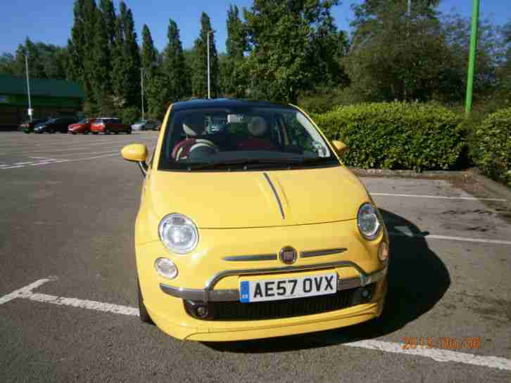 Ffiat 500 Lounge Sport 1.4L Full Skirts, red leather seats