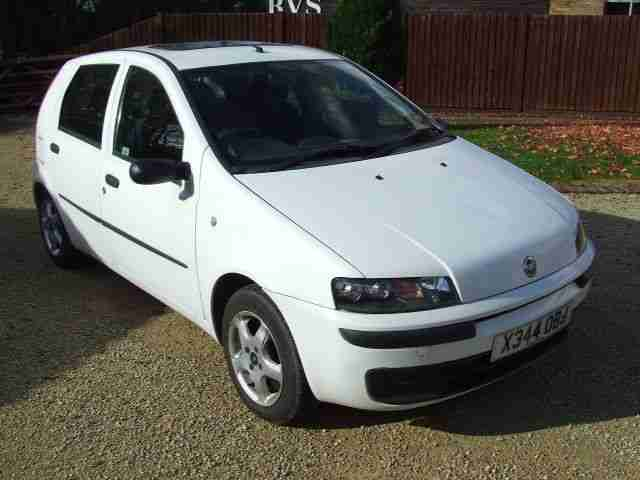 fiat punto 1 2 elx 8v 5 door white 90 000 miles 2000 x reg drives good. Black Bedroom Furniture Sets. Home Design Ideas
