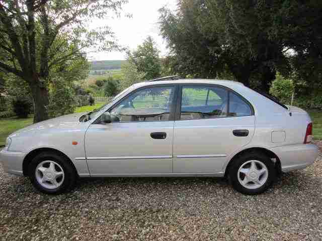 Hyundai ACCENT CDX. Hyundai car from United Kingdom