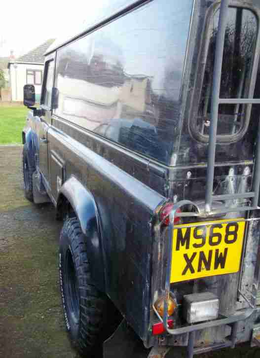 LAND ROVER DEFENDER 110 300 TDi LIGHT 4 x 4 UTILITY SPECIALIST VEHICLE