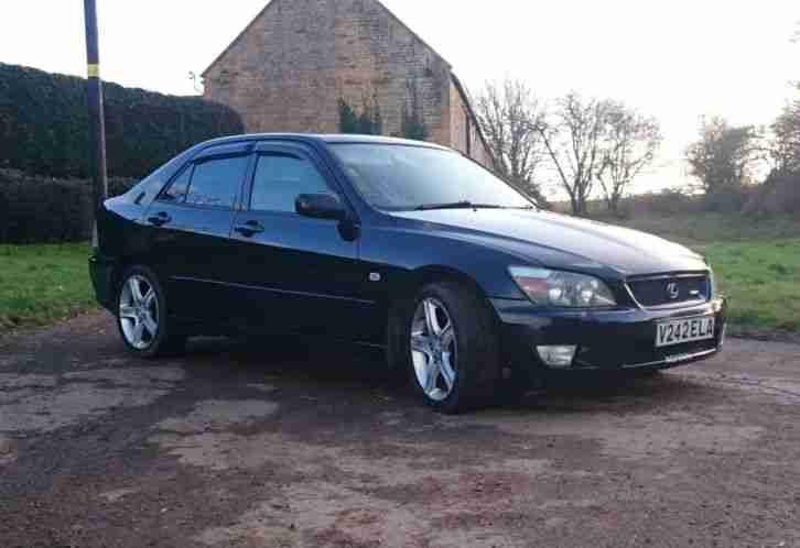 IS200 Sport Black 12mth mot