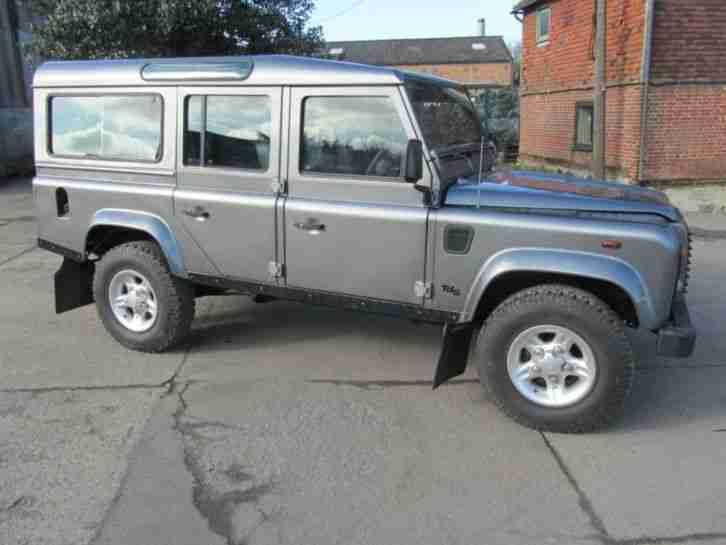Land Rover Defender 110 110 County SW TD5 Light 4x4 Utility DIESEL MANUAL 2001/Y