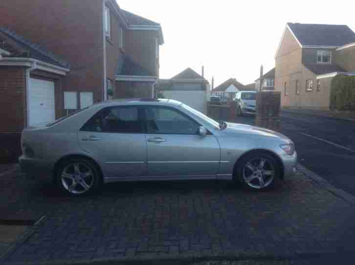 Lexus is200 se in excellent condition metallic silver