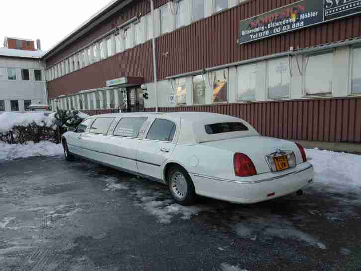 Limousine Lincoln Town Car 2002 FORD WHITE