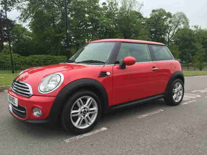 MINI COOPER 1.6 (1598cc) CHILI IN CHILI RED PAINTWORK WITH BLACK HALF LEATHER