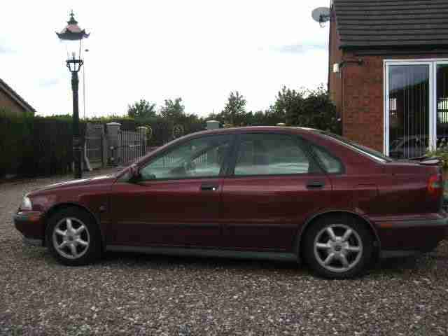 R REG Volvo S40 1.9 PETROL OR LPG,TWO OWNERS FROM NEW.