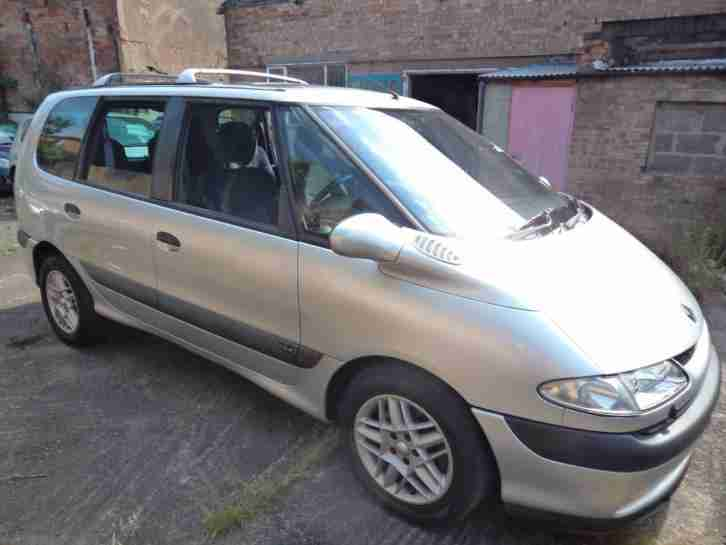 Renault ESPACE 2.2dCi. Renault car from United Kingdom