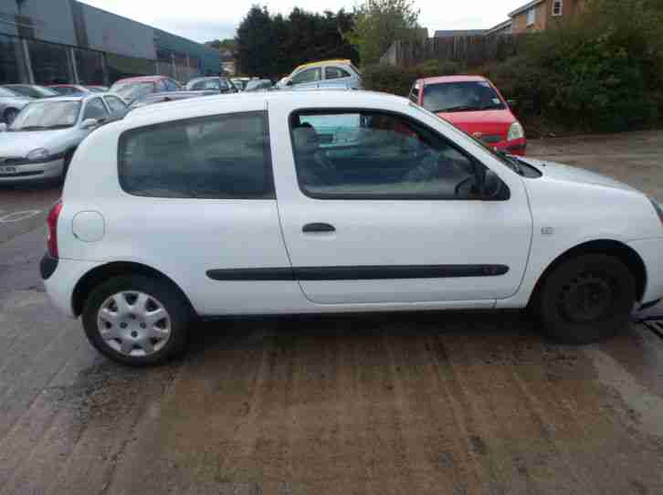 renault clio 1 2 authentique 3 door 2004 04 reg full 12 months mot. Black Bedroom Furniture Sets. Home Design Ideas